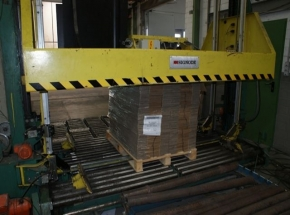 Pallet Press and banding machine SIGNODE